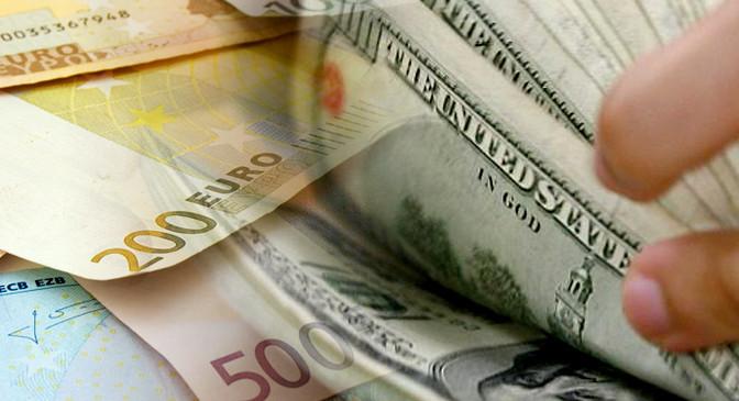 Dólar fecha abaixo de R$ 3,10, menor cotação em 19 meses